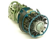 栄12型エンジンです。カッコいいですね。サンダーボルトを作ったときも星形エンジンだったのですが、プラグコードはどこからどこにつながるのかよくわからず、適当でした。今回はほぼきっちりとわかります。さすがは1/32ですね。