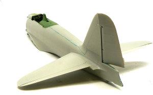 零式艦上戦闘機21型 尾翼の取り付け