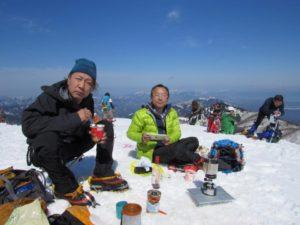 武奈ヶ岳で食事