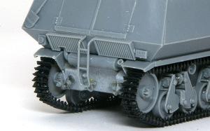 10.5cm榴弾自走砲39H(F) 車体後部の組立て