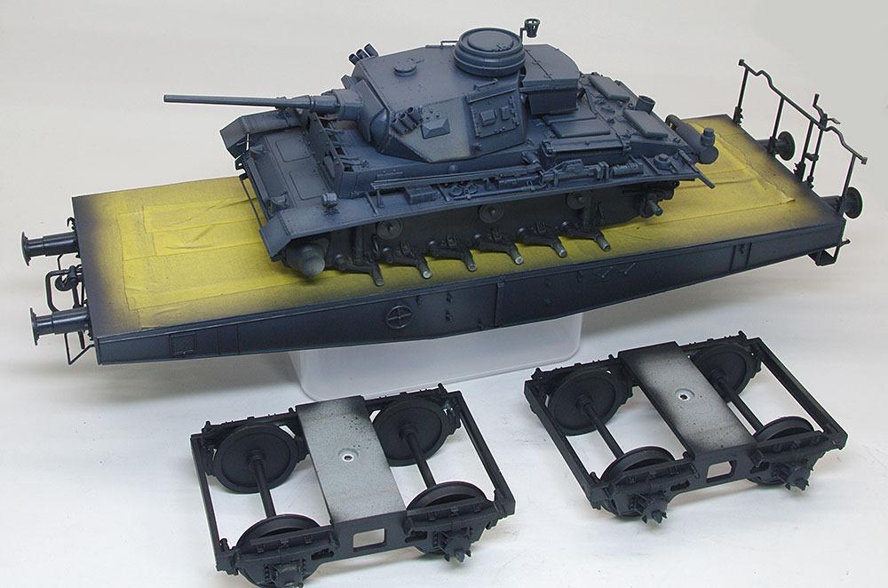 3号指揮戦車K型と4軸平形貨車