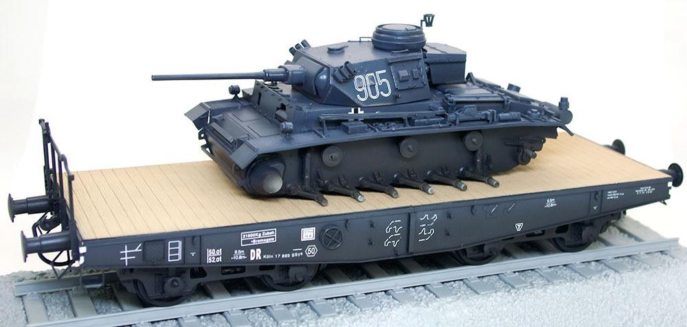 デカール貼り 3号指揮戦車K型
