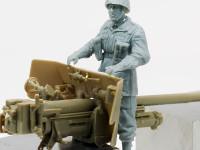 大砲にまたがった兵士