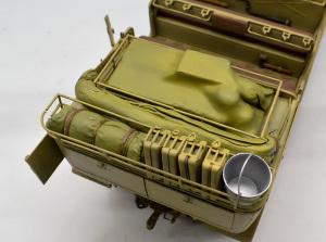 8tハーフトラックSd.kfz.7 荷物と幌を塗装
