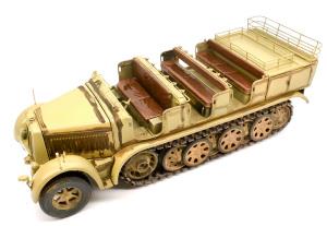 8tハーフトラックSd.kfz.7 スミ入れ塗料をざっくり塗る