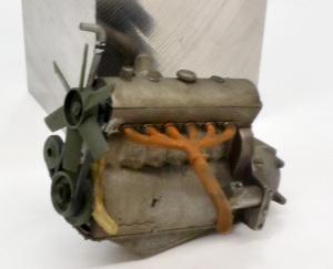 8tハーフトラック 1943年型  エンジンの塗装