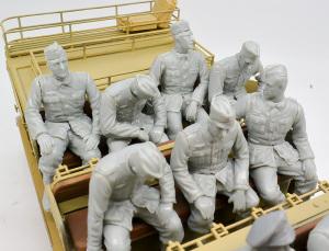 8tハーフトラック登場員 後ろの7人
