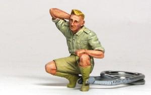 ドイツ戦車兵・アフリカ軍団 しゃがむ兵士はほぼ塗装完了