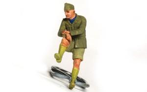 ドイツ戦車兵・アフリカ軍団 片膝の兵士は顔と手まで、服は下塗り