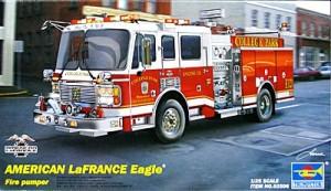 アメリカンラフランス・イーグル消防ポンプ車 1/25 トランペッター