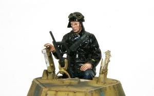 M13/40カーロ・アルマート 戦車長フィギュアの塗装