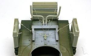 チャーチルMk.3工兵戦闘車 ダクト支持用ワイヤーの取り付け