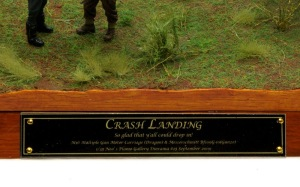 Crash Landing 銘板