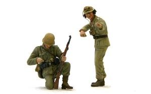 アフリカ軍団歩兵 戦車長と弾を込める歩兵