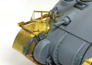 シャーマン2初期型 フェンダーはハンダ付けで組み立てた