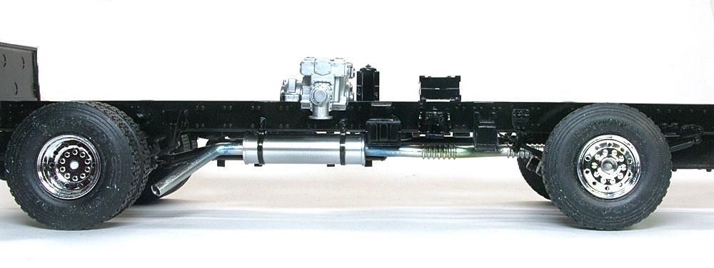 排気管の取り付け アメリカンラフランス・イーグル消防ポンプ車