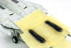 垂直尾翼基部の塗り分け