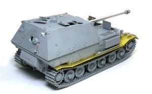 フェルディナンド最終生産車輌 戦闘室細部の組み立て