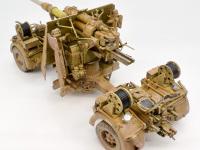 砲架の横に付いているのは、自動で遅延信管を調整する装置です。