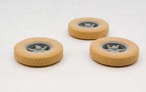軟質プラ製のタイヤ