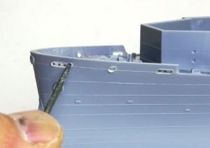 護衛空母CVE-73ガンビアベイ 船体の穴を整形