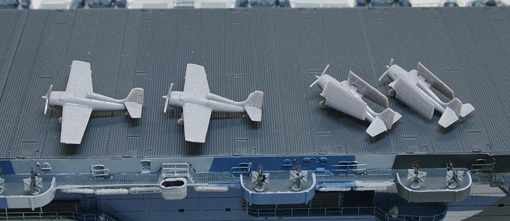 艦載機の組立て 護衛空母CVE-73ガンビアベイ