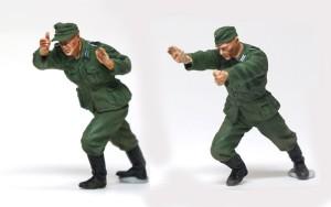 ドラム缶を積むドイツ兵 ドラム缶を押す兵士