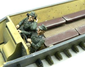 ハノマーグ兵員輸送車 兵士の人形を乗せる