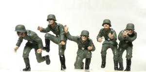 ハノマーグ兵員輸送車 付属の人形の服の塗装