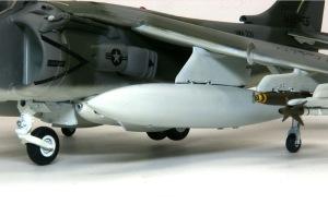 AV-8Bハリアー2 ランディングギアの取り付け