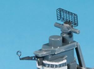 エッチングパーツ製のレーダーとアンテナ