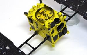 小惑星探査機はやぶさ サーマルブランケットの巻き付け
