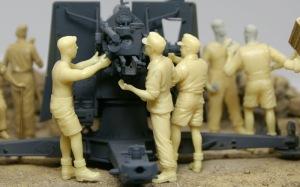 Hell Fire (B) 照準器を調整する砲手たち