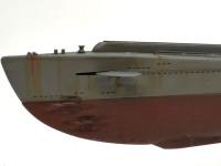 作られて間もない潜水艦ですが、錆は少し多めに流してみました。