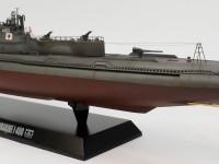 潜水艦としては破格の12.7cm砲を搭載しています。
