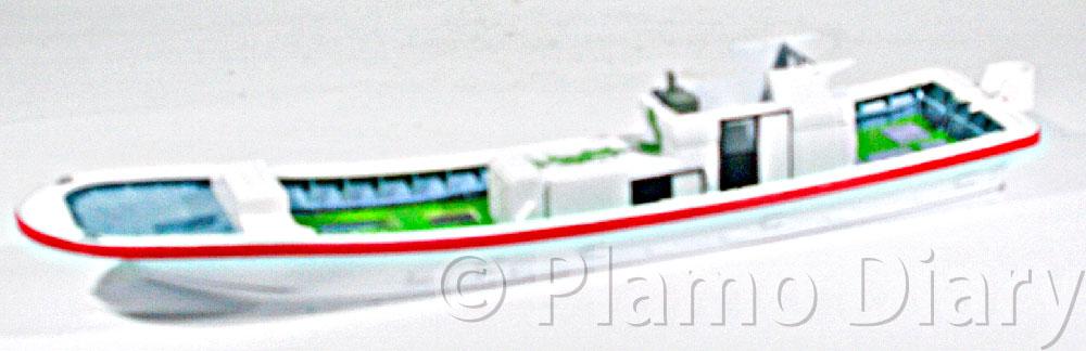 船室内部の塗装と貼り合わせ