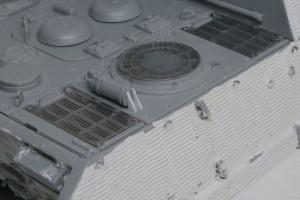 ヤクトティーガー・ポルシェタイプ 消火器はプラ板でディテールアップ