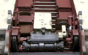 ケーニヒスティーガー・ヘンシェル砲塔 運転席にトランスミッションを配置