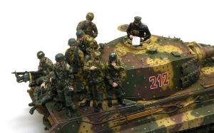 ケーニヒスティーガー・ヘンシェル砲塔 降下猟兵フィギュアの仕上げ