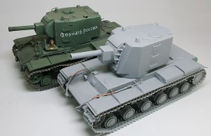 KV-2(タミヤ)と並べてみた