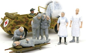 キューベルワーゲン救急車 フィギュアの塗装開始