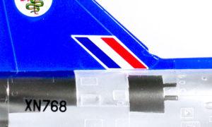 垂直尾翼の3本ライン