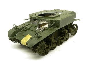 M3A1スチュアート 車体上下の貼り合わせ
