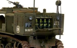 M4ハイスピード・トラクター 砲弾の積み込み