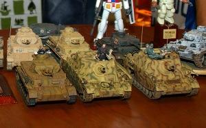ずらりと並んだ4号戦車、3号戦車、ブルムベア