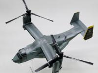 プロペラを水平にすればヘリコプターのように垂直に飛び上がることもホバリングもできます。