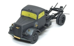 3トン4×2カーゴトラック キャビンの組立て