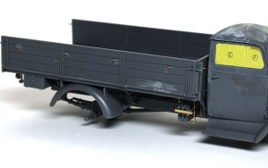 3トン4×2カーゴトラック フックの追加