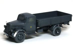 3トン4×2カーゴトラック 基本塗装とデカール貼り
