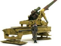 後ろから見た17cmカノン砲です。巨大な砲架は単色塗装ですが、ウエザリングには手間がかかりました。